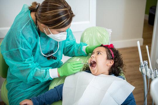 A young hispanic patient a la dentist check up