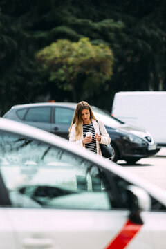 Businesswoman waiting besides a traffic light