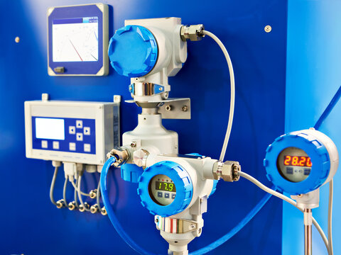 Electronic digital pressure gauge and water flow calculation equipment