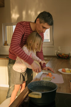 Father and daughter cooks