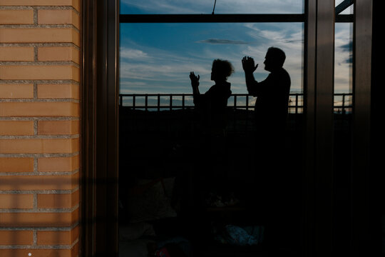 Silhouette of a couple's applause