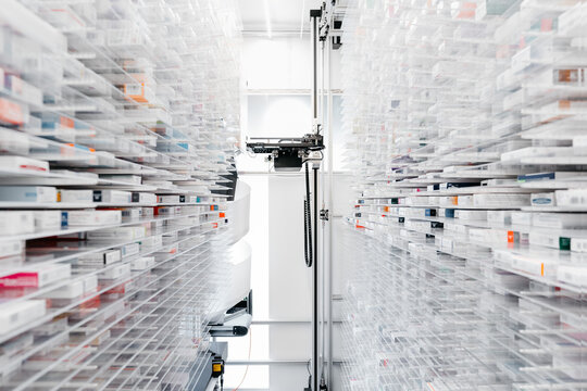 Pharmacy robotic dispensing system