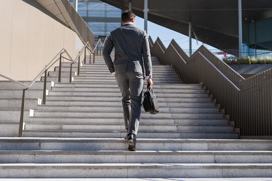 Businessman commuting in the city