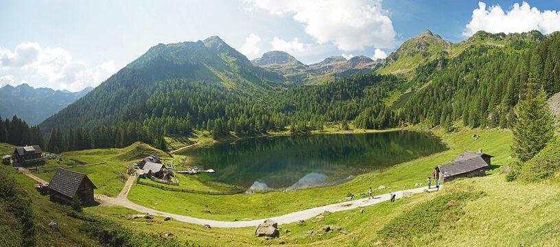 Panoramaaufnahme des Duisitzkarsee in der Steiermark