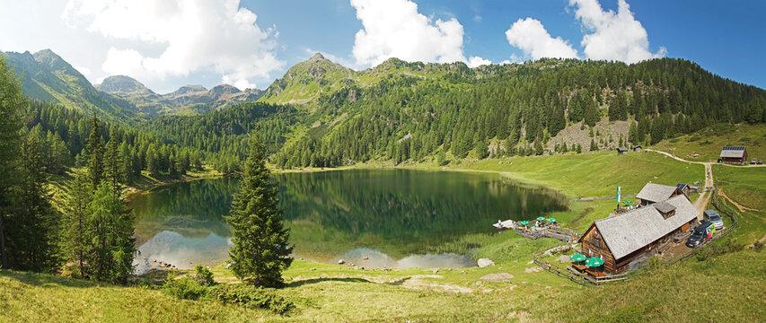 Panoramablick über den Duisitzkarsee bei Schladming in der Steiermark