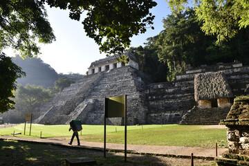 La grande pyramide à Palenque au lever du soleil, Mexique