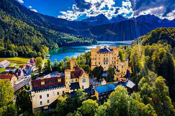 Schloss Hohenschwangau aus der Luft - Hochauflösende Luftbildaufnahmen von Schloss Hohenschwangau