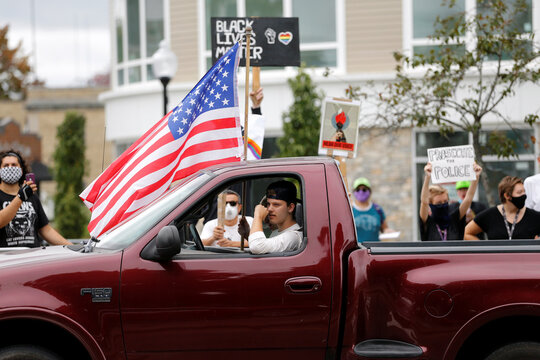 A demonstration in support of police and a counter protest are held in Mansfield