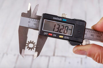 Measure the diameter of the mode with an electronic caliper. Measuring accessories in a home workshop.