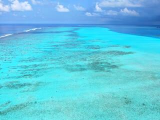 Photo sur Plexiglas Turquoise Blue Maldive islands seascape with cloudy sky