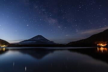 富士山と天の川(精進湖)