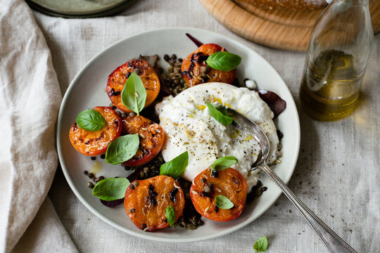 Fresh salad with Roasted Peaches and Burrata