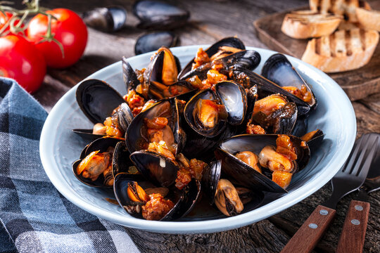 Spicy Cajun Mussels