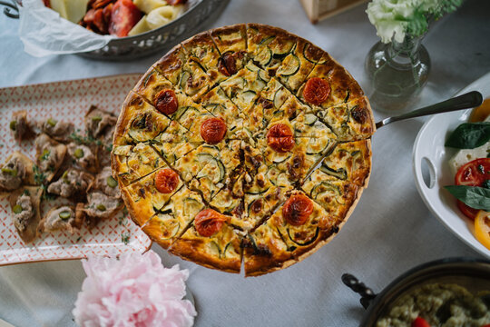 Vegan tart with tomatoes and herbs