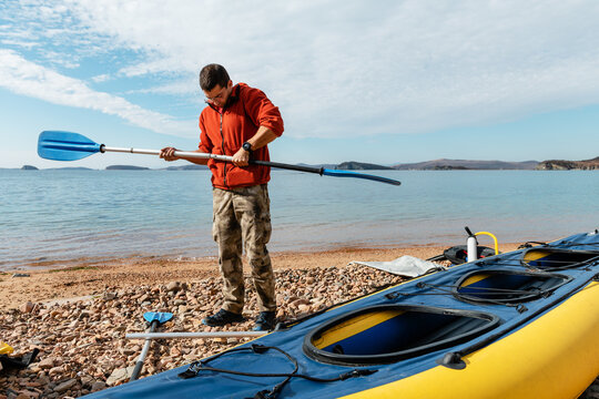 Male preparing paddle for kayaking in sea