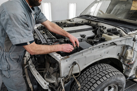 Crop mechanic fixing car motor