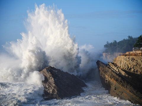 Crashing Oregon Waves