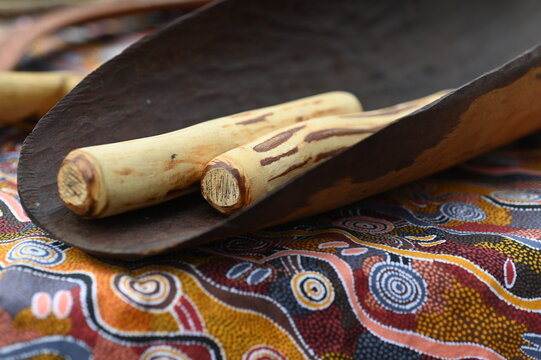 Aboriginal Australians people manufactured a range of tools, utensils, music instruments, fighting weapons and hunting weapons made from nature resources of wood, bone and shell.