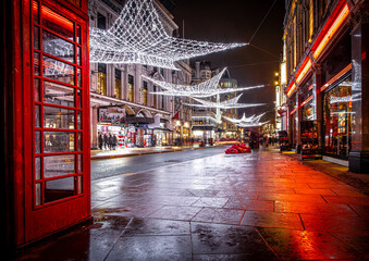 Fotomurales - Phone booth near Leicester square during Christmas time in London