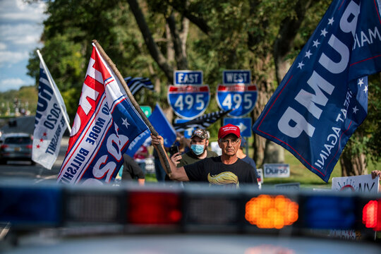 """People take part in the pro-police """"Back the Blue"""" and support U.S. President Trump rally in Hauppauge, New York"""