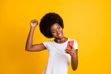 Photo sur Plexiglas Dinosaurs Photo portrait of young woman celebrating victory holding one fist up wearing casual white t-shirt isolated on vivid yellow colored background
