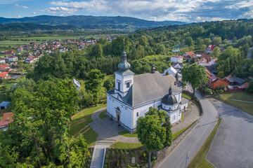 Obraz Nowy Sącz,  Podegrodzie kościół z drona - fototapety do salonu