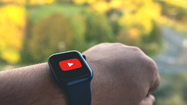 Young man using Youtube on a smartwatch in front of a cityscape - Apple Watch series 6 blue - Paris, France - October 10, 2020
