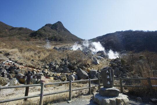 神奈川の景勝50選の碑が立つ大沸谷