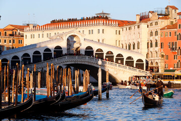 Rialto bridge and Grand Canal. Gondolier sailing on gondola. Venice. Italy. 18/09/2018