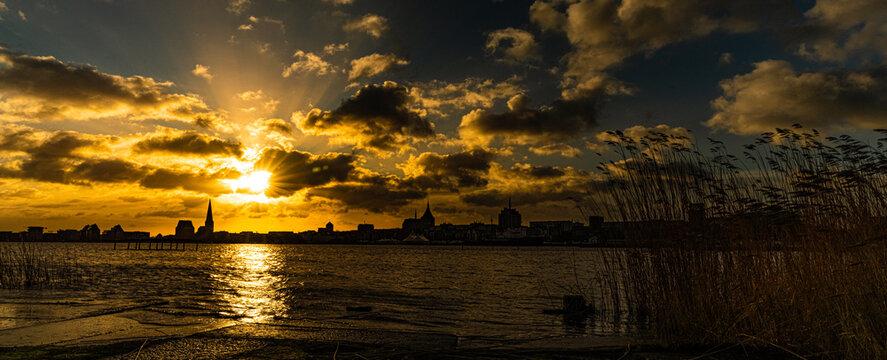 Sonnenaufgang über Rostock
