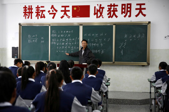 Teacher gives a class on Yi language at the Wenchang Middle School in Yuexi
