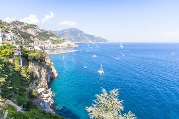 Photo sur Plexiglas Bleu jean View to the Amalfi coastline, Italy