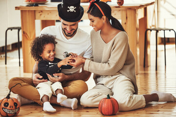 Photo sur Plexiglas Dinosaurs happy multiethnic family mom, dad and son have fun and celebrate Halloween at home.
