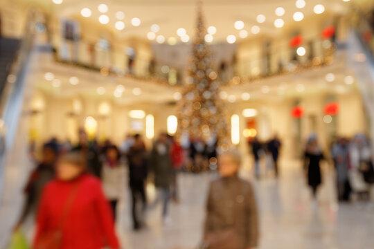 Weihnachtsgeschenke kaufen - Bokeh Hintergrund