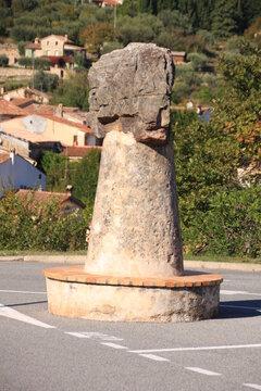 petit monument à Tourrettes