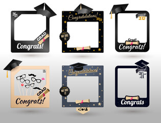 Photo sur Plexiglas Dinosaurs Big Set of graduation party photo booth props. Concept for selfie. Frame with cap for grads. Congratulation grad quote. Vector illustration. Isolated on white background.