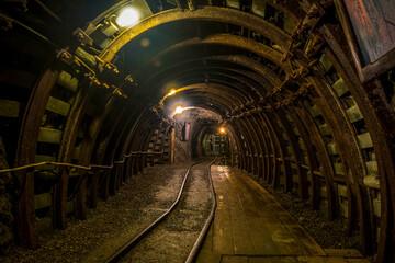 Obraz szyb w starej kopalni - aktualnie muzeum i atrakcja turystyczna - fototapety do salonu