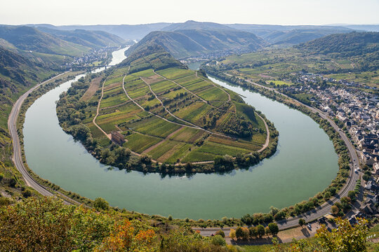 View from the Calmont vineyard to the Moselle loop near Bremm