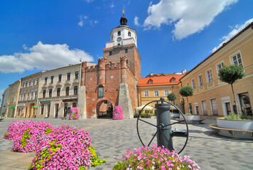 Obraz Brama Krakowska – XIV-wieczna brama strzegąca dostępu do Starego Miasta w Lublinie - fototapety do salonu