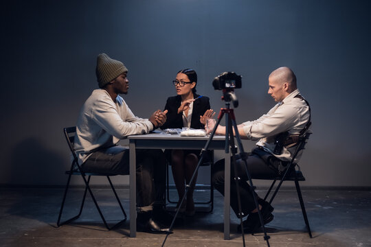 The camera captures the interrogation of a criminal arrested for selling drugs in a nightclub.