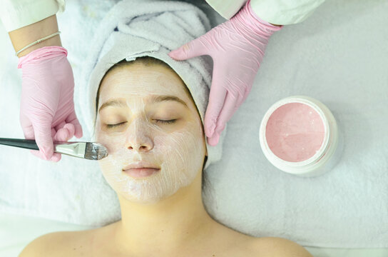 Facial therapy with pink clay