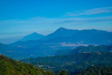 Photo sur Plexiglas Bleu jean paisaje de volcán azul