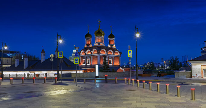 """Moscow. October 10, 2020. Cathedral of the Icon of the Mother of God """"The Sign"""". Znamensky Monastery in Zaryadye Park"""