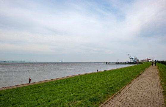 Blick vom Deich auf die Mündung der Weser in die Nordsee, Bremerhaven,Land Bremen, Deutschland