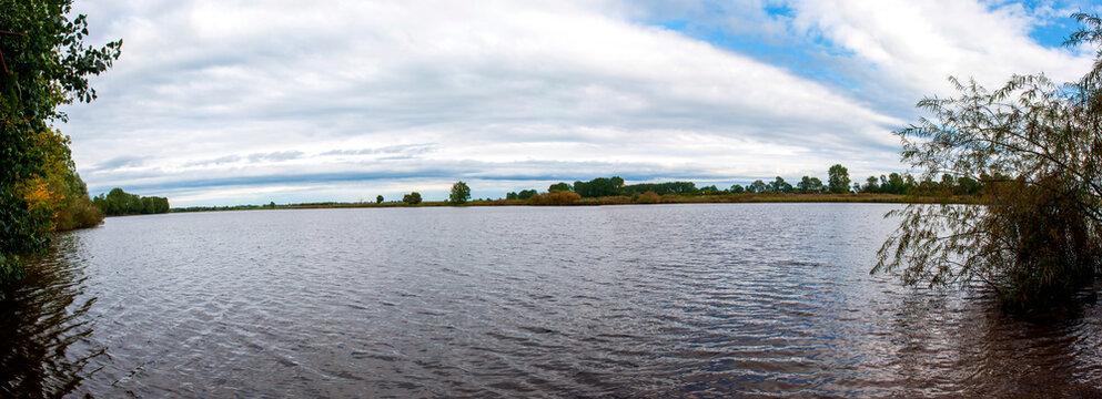 Panoramaaufnahme, Fluss Eider bei Hennstedt, Kreis Dithmarschen, Schleswig-Holstein,Norddeutschland