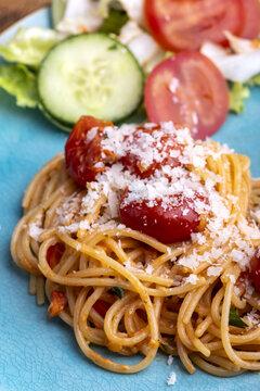 spaghetti pasta with cherry tomatoes