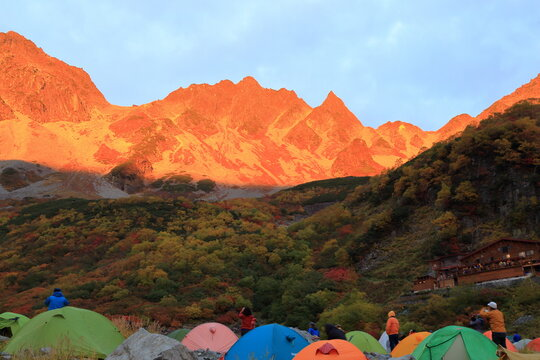 "紅葉の涸沢カールのテント場のモルゲンロート ( Beautiful ""Morgenrot"" at autumnal Karasawa curl, Nagano prefecture, Japan )"
