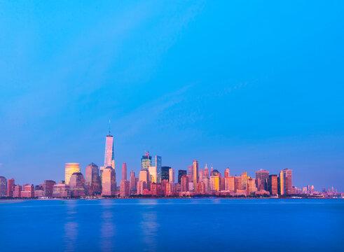 Scenic view of Manhattan skyline against sky