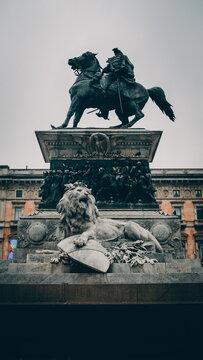 Statua cavallo e leone 3