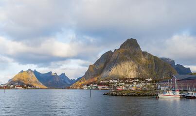 Reine, wioska rybacka na Lofotach w Norwegii, przykładowe zdjęcia